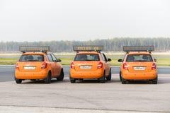 El coche del aeródromo me sigue en el aeropuerto de Domodedovo Fotos de archivo libres de regalías