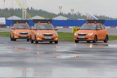 El coche del aeródromo me sigue en el aeropuerto de Domodedovo Fotografía de archivo libre de regalías