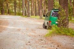 El coche en el bosque Imágenes de archivo libres de regalías