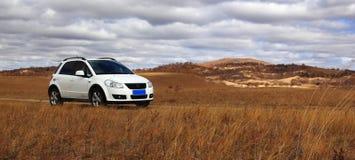 El coche en glassland en Inner Mongolia Foto de archivo libre de regalías