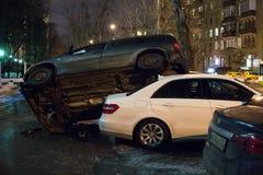El coche parqueó en el tejado de los otros dos Imagen de archivo libre de regalías