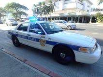 El coche policía del Departamento de Policía de Honolulu enciende el flash en el Ala Moana Foto de archivo libre de regalías