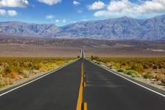 El coche rojo en el camino Imagen de archivo libre de regalías