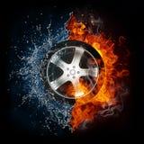 El coche rueda adentro la llama y el agua ilustración del vector