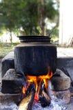 El cocinar al aire libre Fotografía de archivo libre de regalías