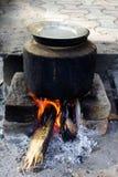 El cocinar al aire libre Fotos de archivo libres de regalías