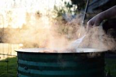 El cocinar al aire libre Foto de archivo