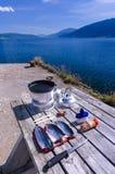 El cocinar al aire libre de los pescados Imagenes de archivo