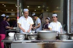 El cocinar chino de la calle Imágenes de archivo libres de regalías