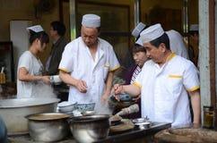 El cocinar chino de la calle Imagen de archivo libre de regalías