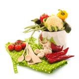 El cocinar con las verduras Foto de archivo libre de regalías