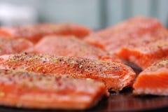 El cocinar de color salmón Foto de archivo libre de regalías