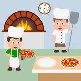 El cocinar de dos cocineros de la pizza Foto de archivo libre de regalías