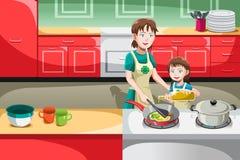 El cocinar de la hija de la madre Fotos de archivo