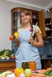 El cocinar de la muchacha Fotos de archivo libres de regalías
