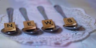 el cocinar de la revista del artículo de la cuchara del periódico de las noticias imágenes de archivo libres de regalías