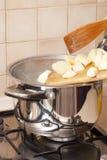 El cocinar de la sopa Foto de archivo libre de regalías