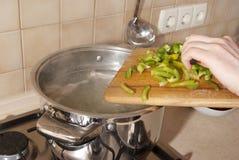 El cocinar de la sopa Imagenes de archivo