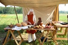 El cocinar de las mujeres Imagen de archivo libre de regalías