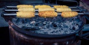 El cocinar de las tortas de la chimenea Imagenes de archivo