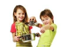 El cocinar de los cabritos Foto de archivo libre de regalías