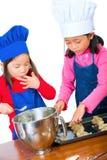 El cocinar de los niños Foto de archivo libre de regalías
