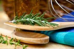 El cocinar del â de las hierbas y de los utensilios Fotos de archivo libres de regalías