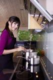 El cocinar del ama de casa Imagen de archivo libre de regalías