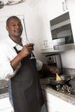 El cocinar del cocinero de la familia Fotografía de archivo libre de regalías