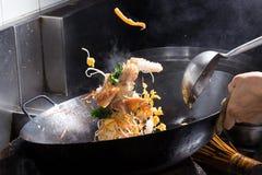 El cocinar del fuego de la agitación Imagen de archivo libre de regalías