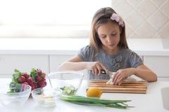 El cocinar del niño Foto de archivo libre de regalías