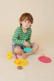 El cocinar del niño finge la comida Imagen de archivo