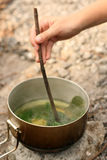 El cocinar del té Foto de archivo libre de regalías