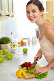 El cocinar en casa Foto de archivo