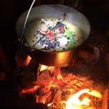 El cocinar en el fuego Imágenes de archivo libres de regalías