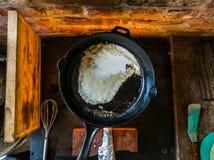 El cocinar en el fuego fotos de archivo