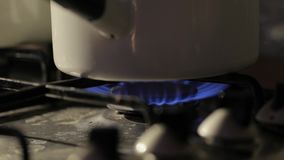 El cocinar en la estufa metrajes