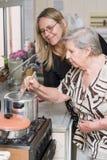 El cocinar junto Fotos de archivo