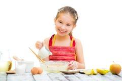 El cocinar lindo de la muchacha del llittle Fotografía de archivo