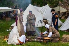 El cocinar medieval de la gente Imágenes de archivo libres de regalías