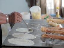 El cocinar tailandés de la crepe almacen de video