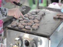 El cocinar tailandés de la crepe del coco almacen de video