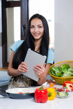 El cocinar y búsqueda para las recetas en línea Foto de archivo