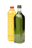 El cocinar y botellas del aceite de oliva de la Virgen Fotografía de archivo