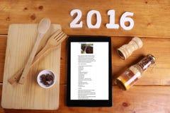 El cocinar y concepto aislados en fondo de madera Imagenes de archivo
