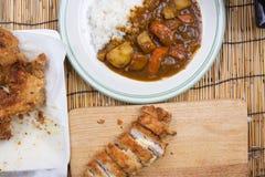 El cocinero adornó el curry japonés del cerdo con arroz del vapor Fotos de archivo