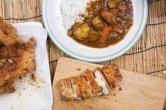 El cocinero adornó el curry japonés del cerdo con arroz del vapor Fotografía de archivo libre de regalías