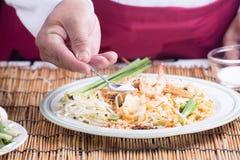 El cocinero adornó el menú tailandés del cojín con el azúcar Foto de archivo libre de regalías