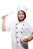 El cocinero de sexo femenino asiático sonriente con bate y rueda Foto de archivo