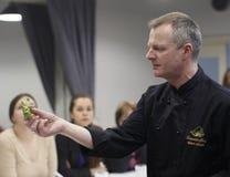 El cocinero enseña para cocinar fotos de archivo libres de regalías